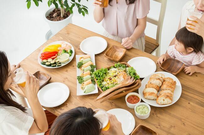 家族で囲む食卓