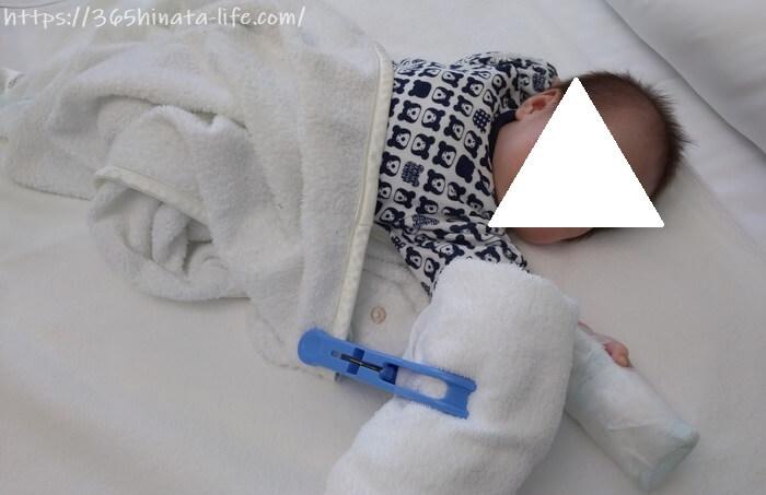 点滴を受ける新生児