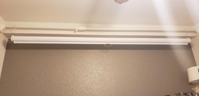 吊り下げ型ロール式スクリーン