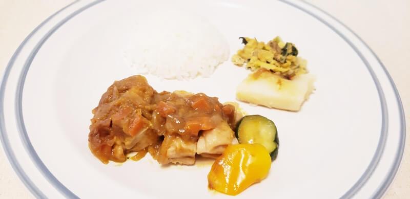 グリルチキンと野菜カレーソース